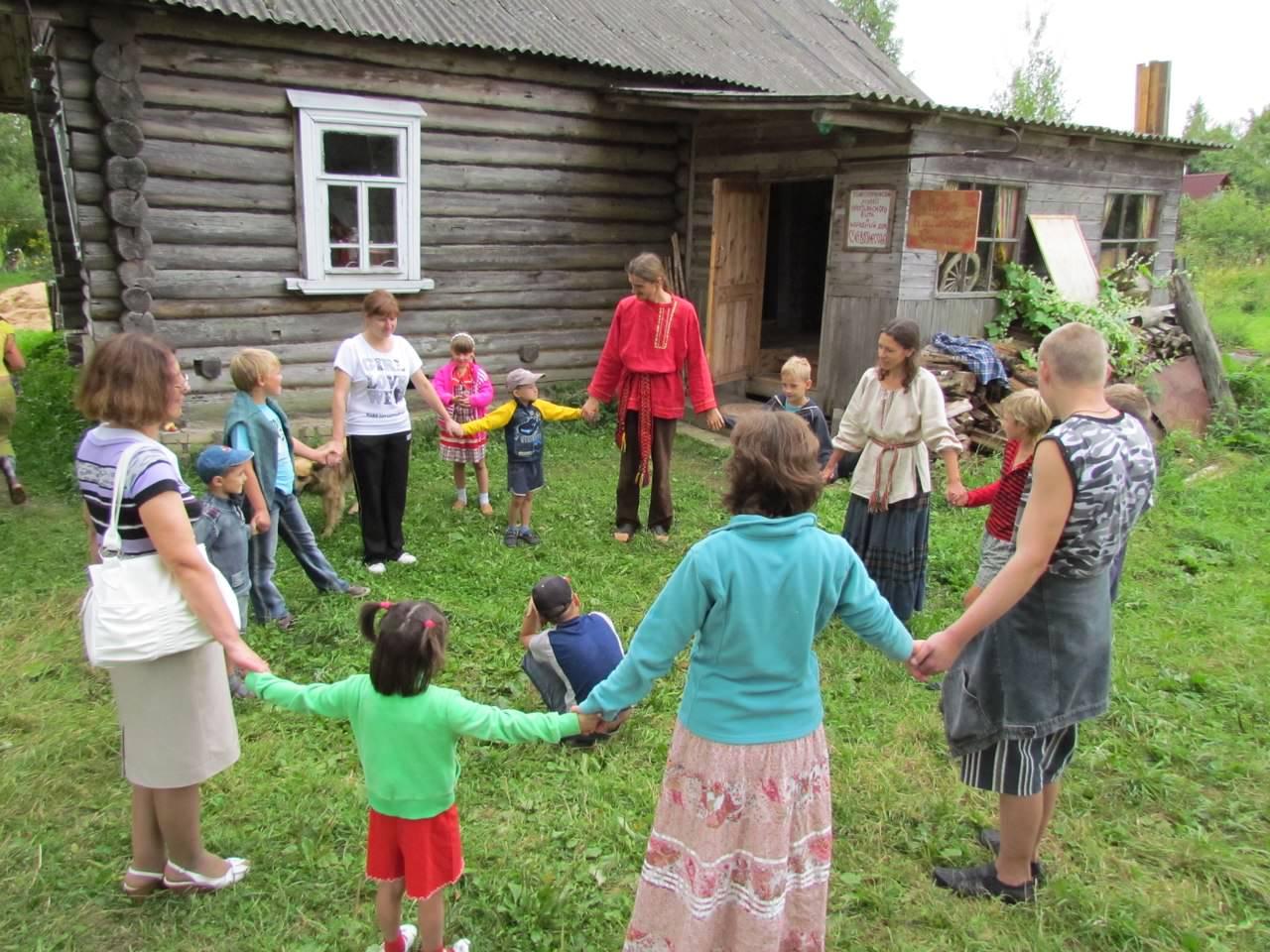 Фото детей в деревне играют